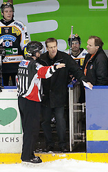 21.12.2010, UPC Arena, Graz, AUT, EBEL, Moser Medical Graz 99ers vs EV Vienna Capitals, im Bild Diskussion zwischen Schiedsrichter und Bill Giligan (Graz 99ers, Headcoach), EXPA Pictures © 2010, PhotoCredit: EXPA/ Erwin Scheriau