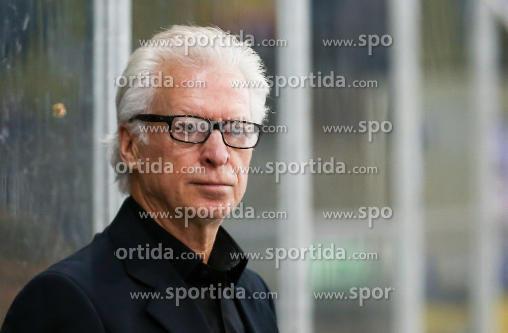 28.12.2015, Albert Schultz Halle, Wien, AUT, EBEL, UPC Vienna Capitals vs EC VSV, 36. Runde, im Bild Greg Holst (EC VSV, Headcoach) // during the Erste Bank Icehockey League 36th round match between UPC Vienna Capitals and EC VSV at the Albert Schultz Halle in Vienna, Austria on 2015/12/28. EXPA Pictures © 2015, PhotoCredit: EXPA/ Alexander Forst