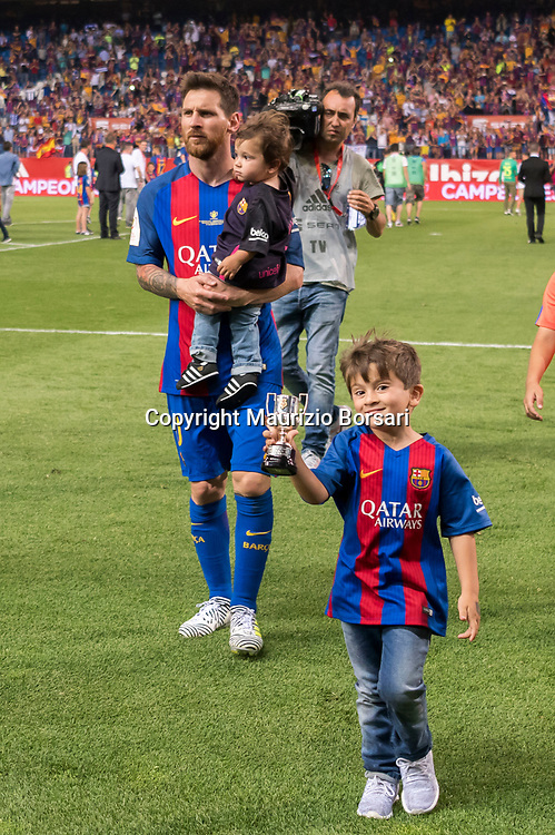 Lionel Messi (Barcelona), MAY 27, 2017 - Football / Soccer : Lionel Messi of Barcelona celebrates with his sons Thiago and Mateo after winning the Copa del Rey Final match between FC Barcelona 3-1 Deportivo Alaves at Estadio Vicente Calderon in Madrid, Spain. (Photo by Maurizio Borsari/AFLO)