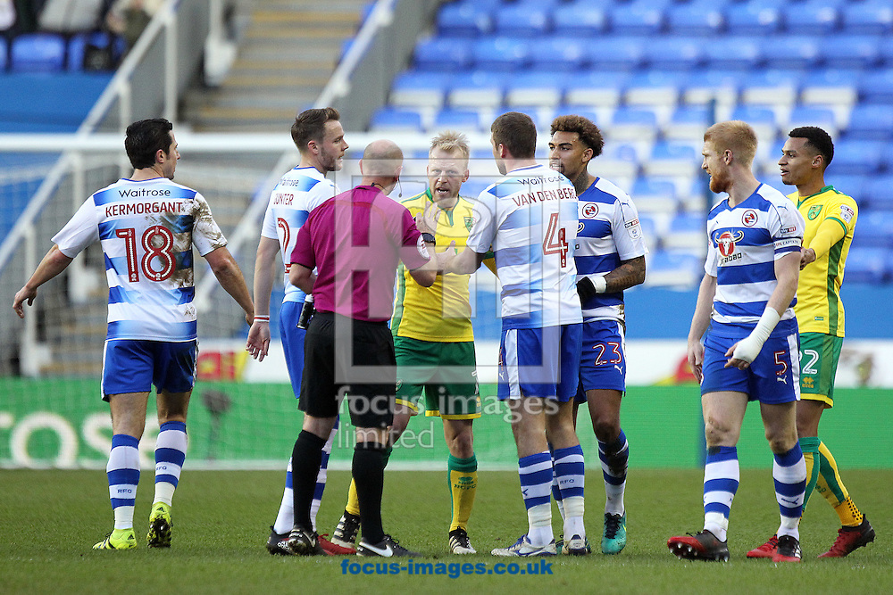 Tempers flare during the Sky Bet Championship match at the Madejski Stadium, Reading<br /> Picture by Paul Chesterton/Focus Images Ltd +44 7904 640267<br /> 26/12/2016