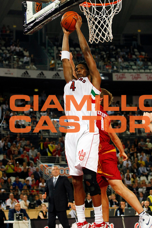 DESCRIZIONE : Roma Nba Europe Live Tour 2007 Lottomatica Virtus Roma Toronto Raptors<br /> GIOCATORE : Chris Bosh<br /> SQUADRA : Toronto Raptors <br /> EVENTO : Nba Europe LIve Tour 2007<br /> GARA : Lottomatica Virtus Roma Toronto Raptors<br /> DATA : 07/10/2007<br /> CATEGORIA : Rimbalzo<br /> SPORT : Pallacanestro<br /> AUTORE : Agenzia Ciamillo-Castoria/G.Cottini