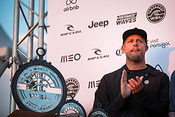 October 20, 2018 - Peniche, Portugal - It was the Australian surfer Mike Fanning who handed the cup. (Credit Image: © Henrique Casinhas/NurPhoto via ZUMA Press)
