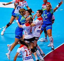 02-12-2019 JAP: Slovenia - Norway, Kumamoto<br /> Second day 24th IHF Womenís Handball World Championship, Slovenia lost the second match against Norway with 20 - 36. / Nina Zabjek #9 of Slovenia, LØKEHeidi of Norway