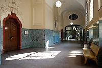 18 APR 2005, BERLIN/GERMANY:<br /> Korridor vor Saal 606, Landgericht, Amtsgericht Tiergarten<br /> IMAGE: 20050418-01-010<br /> KEYWORDS: Tür