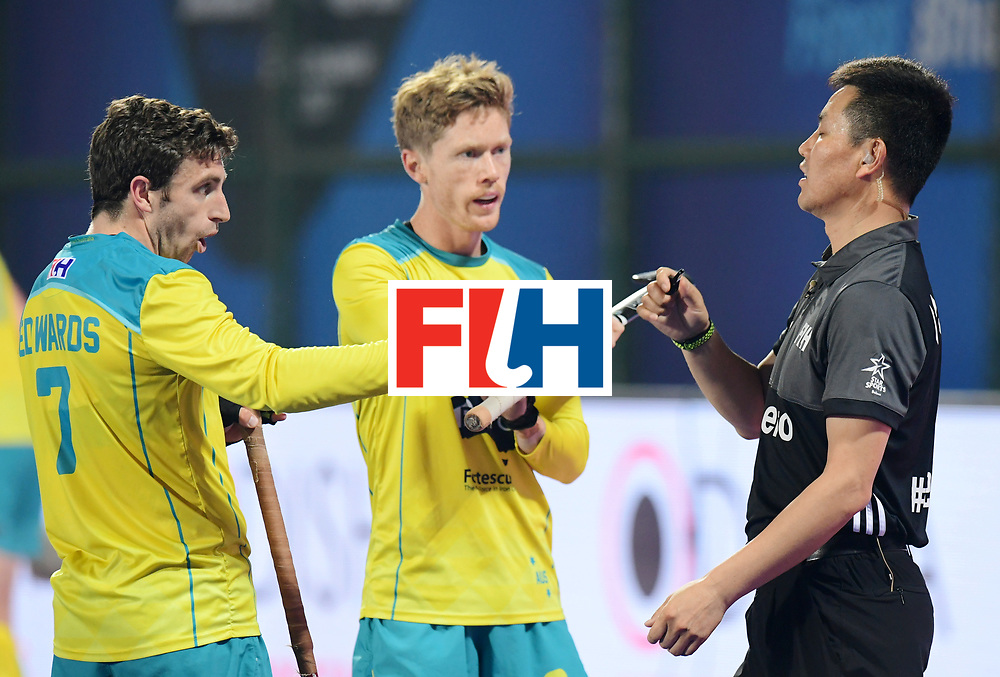 Odisha Men's Hockey World League Final Bhubaneswar 2017<br /> Match id:15<br /> Spain v Australia<br /> Foto: Jeremy Edwards (Aus), Matt Dawson (Aus) are talking with Umpire Dekang Chen<br /> COPYRIGHT WORLDSPORTPICS FRANK UIJLENBROEK