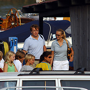 Aankomst haven Koninging Beatrix met de Groene Draeck, Prins Johan Friso en Mabel Wisse Smit