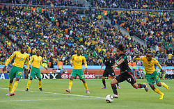 11.06.2010, Soccer City Stadium, Johannesburg, RSA, FIFA WM 2010, Südafrika vs Mexico im Bild Giovani dos Santos of Mexico shoots on goal surrounded by South African players, EXPA Pictures © 2010, PhotoCredit: EXPA/ IPS/ Mark Atkins / SPORTIDA PHOTO AGENCY