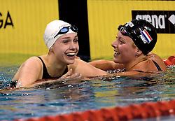 10-04-2014 NED: NK Swim Cup, Eindhoven<br /> (L-R) Robin Neumann, Kira Toussaint, 200m rug