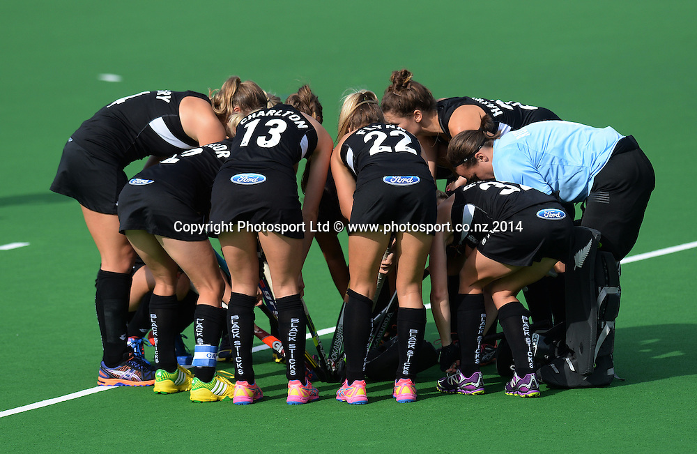 Team huddle. International Womens Hockey. New Zealand Black Sticks v Korea. Auckland. New Zealand. Saturday 29 March 2014. Photo: Andrew Cornaga / www.photosport.co.nz