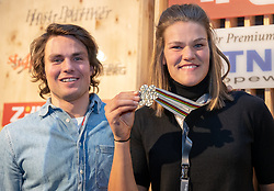16.02.2019, Tirolberg, Aare, SWE, FIS Weltmeisterschaften Ski Alpin, Medaillenfeier, im Bild v.l. Mattias Roenngren, Silbermedaillengewinnerin Anna Swenn Larsson (SWE) // f.l. Mattias Roenngren Silver medalist Anna Swenn Larsson of Sweden during a medal celebration for the FIS Ski World Championships 2019 at the Tirolberg in Aare, Sweden on 2019/02/16. EXPA Pictures © 2019, PhotoCredit: EXPA/ Johann Groder