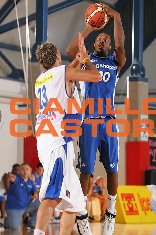 DESCRIZIONE : Grado Precampionato Lega A1 2006-07 Zara TDshop.it Basket Livorno <br /> GIOCATORE : Jordan <br /> SQUADRA : TDshop.it Basket Livorno <br /> EVENTO : Precampionato Lega A1 2006-2007 <br /> GARA : Zara TDshop.it Basket Livorno <br /> DATA : 16/09/2006 <br /> CATEGORIA : Tiro <br /> SPORT : Pallacanestro <br /> AUTORE : Agenzia Ciamillo-Castoria/S.Silvestri <br /> Galleria : Lega Basket A1 2006-2007 <br /> Fotonotizia : Grado Precampionato Italiano Lega A1 2006-2007 Zara TDshop.it Basket Livorno <br /> Predefinita :