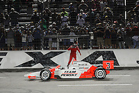 Helio Castroneves goes for the fence at Texas Motor Speedway, Indy Car Series