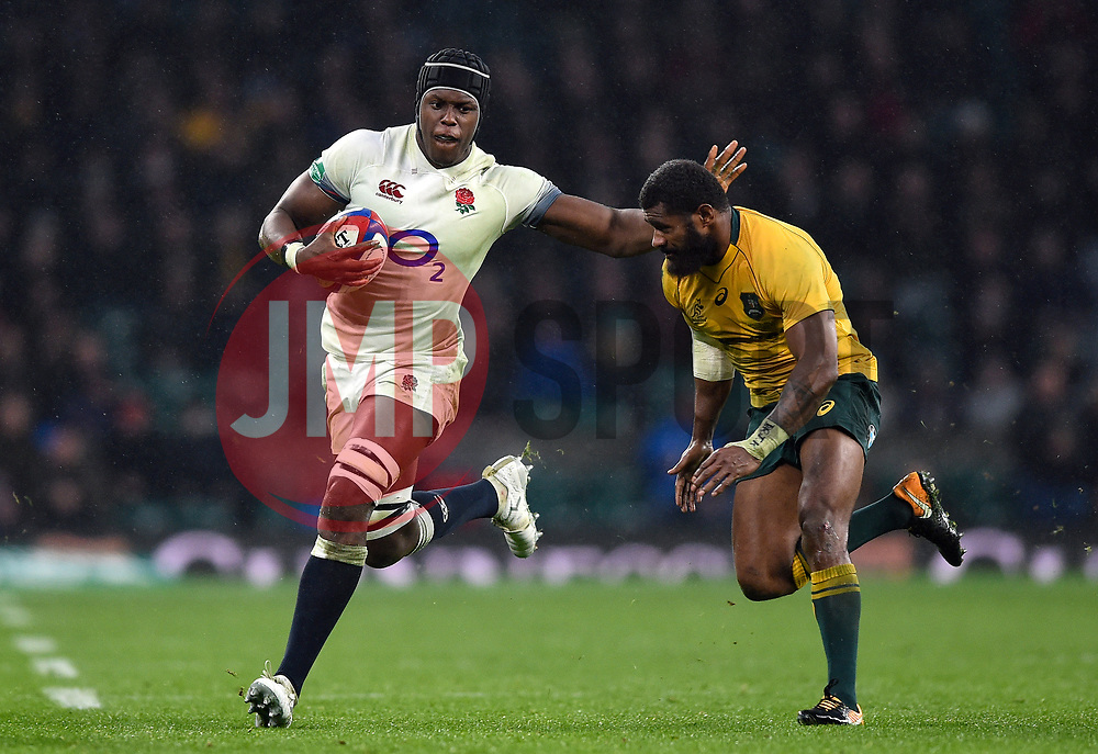 Maro Itoje of England takes on the Australia defence - Mandatory byline: Patrick Khachfe/JMP - 07966 386802 - 18/11/2017 - RUGBY UNION - Twickenham Stadium - London, England - England v Australia - Old Mutual Wealth Series International