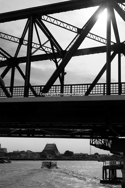 Thailand. Bangkok. Chao Phraya river, Memorial bridge / pont du souvenir