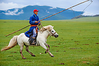 Mongolie, Province de Ovorkhangai, Vallee de l'Orkhon, campement nomade, Dorjdagva rassemble ses chevaux // Mongolia, Ovorkhangai province, Okhon valley, Nomad camp, Rallying of horses drove with Dorjdagva