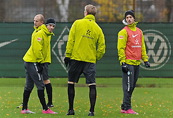 11.11.2010, Trainingsgelaende Werder Bremen, Bremen, GER, 1. FBL, Training Werder Bremen, im Bild Aaron Hunt (Bremen #14, links), Petri Pasanen (Bremen #3, dahinter), Per Mertesacker (Bremen #29, Mitte), Marko Arnautovic (Bremen #7, rechts)   EXPA Pictures © 2010, PhotoCredit: EXPA/ nph/  Frisch+++++ ATTENTION - OUT OF GER +++++
