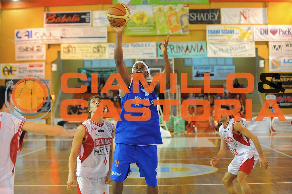 DESCRIZIONE : Trani Lega A 2010-11 Torneo di Trani Enel Brindisi Scavolini Siviglia Pesaro<br /> GIOCATORE : Bobby Dixon<br /> SQUADRA : Enel Brindisi Scavolini Siviglia Pesaro<br /> EVENTO : Campionato Lega A 2010-2011 <br /> GARA : <br /> DATA : 19/09/2010<br /> CATEGORIA : Tiro<br /> SPORT : Pallacanestro <br /> AUTORE : Agenzia Ciamillo-Castoria/GiulioCiamillo<br /> Galleria : Lega Basket A 2010-2011 <br /> Fotonotizia : Trani Lega A 2010-11 Torneo di Trani Enel Brindisi Scavolini Siviglia Pesaro<br /> Predefinita :