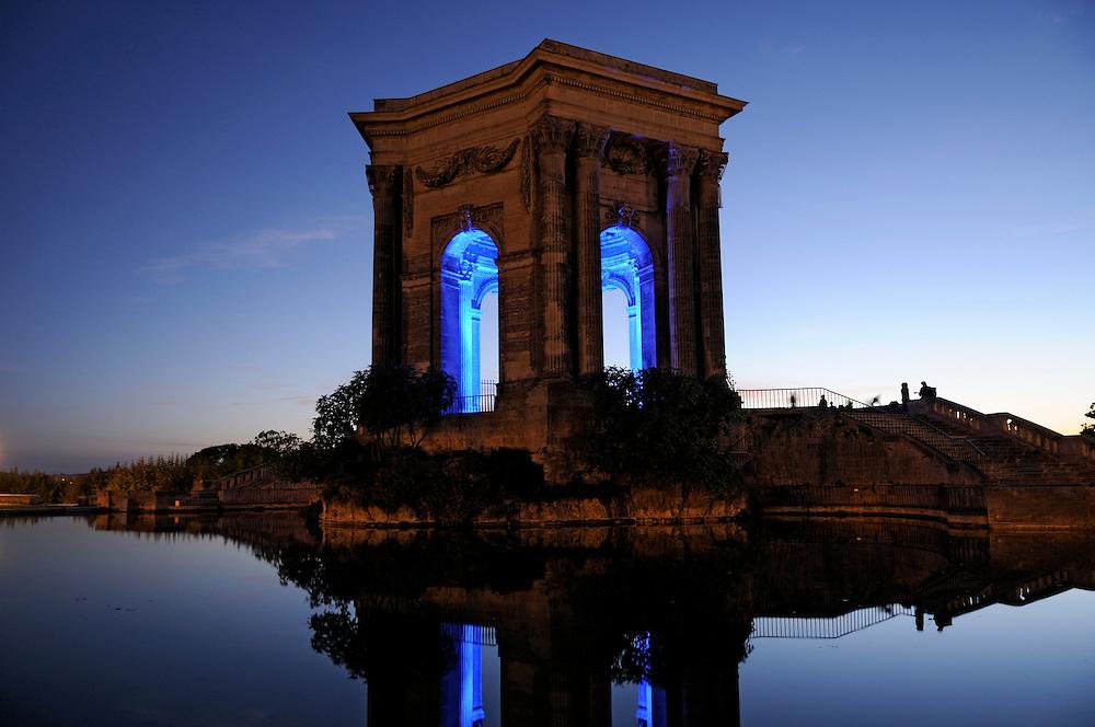 France, Languedoc Roussillon, Hérault (34), Montpellier, place du Peyrou, château d'eau, éclairage Yann Kersalé