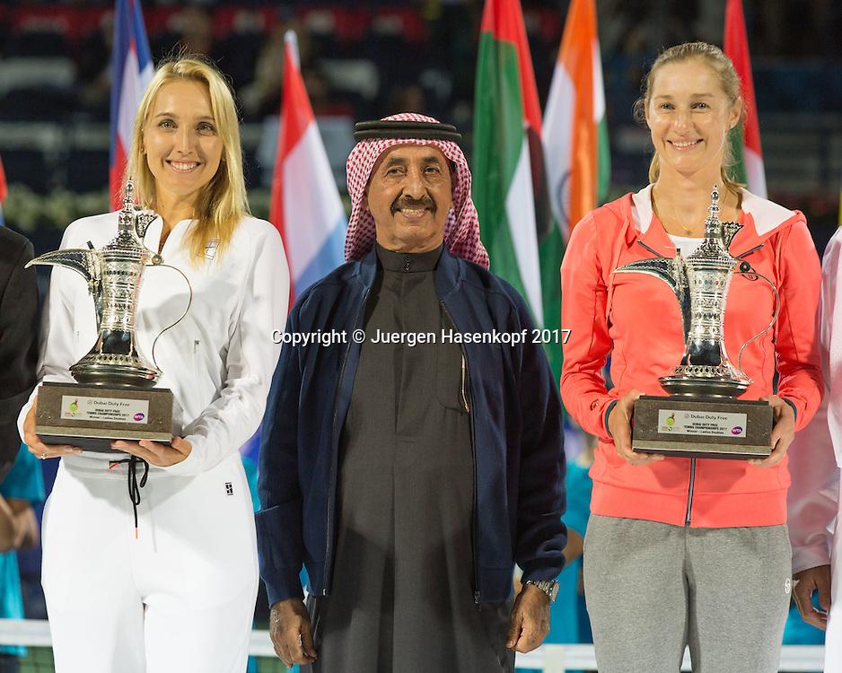 Doppel Sieger EKATERINA MAKAROVA/ELENA VESNINA mit dem Pokal, in der Mitte Sheikh Hasher Bin Maktoum Al Maktoum, President of Tennis Emirates, Siegerehrung, Praesentation<br /> <br /> Tennis - Dubai Tennis Championships 2017 -  WTA -  Dubai Duty Free Tennis Stadium - Dubai  -  - United Arab Emirates  - 25 February 2017.