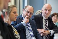 """22 FEB 2017, LUEBBEN/GERMANY:<br /> Martin Schulz (M), SPD, Kanzlerkandidat, und Dietmar Woidke (R), SPD, Ministerpraesident Brandenburg, waehrend ein Treffen mit dem Netzwerk """"Gesund Kinder e.V."""", Spreewaldklinik<br /> IMAGE: 20170222-01-079"""