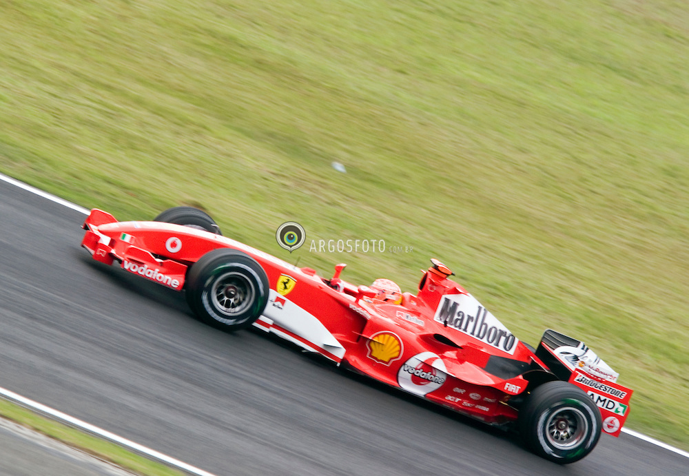 Sao Paulo, SP, Brasil.     sep/2005.Treino livre da tarde para o encerrando da temporada em 09/2005, Autodromo de Interlagos. Michael Schumacher./ Free trainning to the last race of the year 2005. Motor Racing of Interlagos in Sao Paulo. Michael Schumacher..foto: © Marcos Issa / Argosfoto.