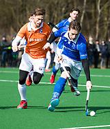 BLOEMENDAAL - hoofdklasse competitie heren.  Bloemendaal-Kampong (1-1) . Ties Ceulemans (Kampong) met links Roel Bovendeert (Bldaal).   COPYRIGHT KOEN SUYK
