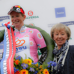20-06-2015: Wielrennen: Omloop IJsseldelta: Zwolle<br /> ZWOLLE (NED) wielrennen<br /> De omloop van de Ijsseldelta voor vrouwen met start en finish in Zwolle voerde het vrouwenpeloton langs de mooiste plekjes van Overijssel. Kirsten Wild en Femmy van Issum