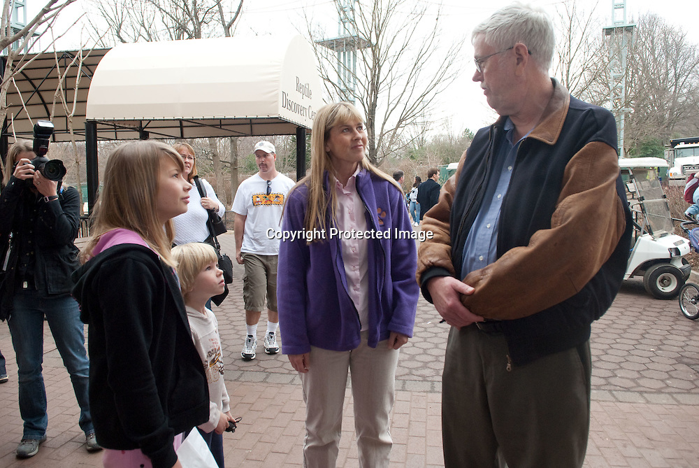 "(*Handout*) MAR-11-2010: Bindi, Robert and Terri Irwin speak with Jim Murphy, Curator of Herpetology, outside the reptile building during a promotional event for Bindi's upcoming ""Free Willy 4: Escape from Pirate's Cove"" movie at the National Zoo in Washington DC on March 11, 2010. Photo by Kris Connor for Warner Bros."