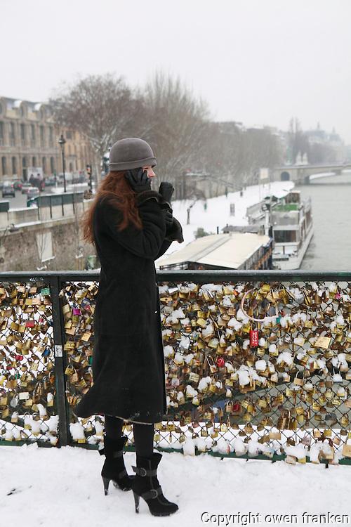 Paris snow-Jan 2013.