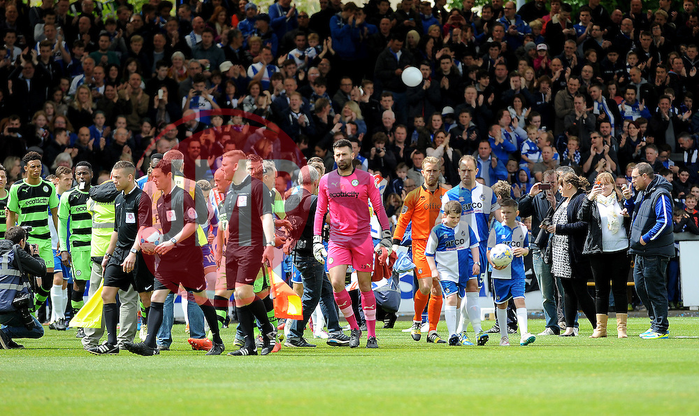 The teams come onto the pitch - Photo mandatory by-line: Neil Brookman/JMP - Mobile: 07966 386802 - 03/05/2015 - SPORT - Football - Bristol - Memorial Stadium - Bristol Rovers v Forest Green Rovers - Vanarama Football Conference