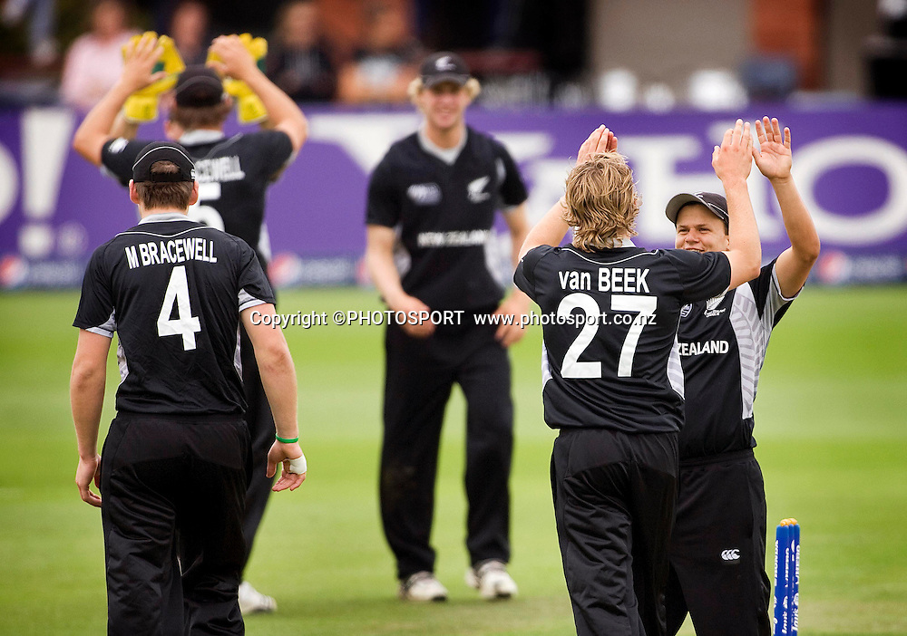 Logan van Beek is congratulated by New Zealand captain Craig Cachopa following the wicket of Andrew Lindsay. New Zealand v Zimbabwe, U19 Cricket World Cup group stage match, Bert Sutcliffe Oval, Lincoln, Tuesday 19 January 2010. Photo : Joseph Johnson/PHOTOSPORT