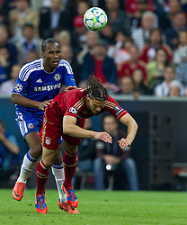 19.05.2012, Allianz Arena, Muenchen, GER, UEFA CL, Finale, FC Bayern Muenchen (GER) vs FC Chelsea (ENG), im Bild Didier Drogaba, (FC Chelsea, #11) und Daniel van Buyten, (FC Bayern München #05) during the Final Match of the UEFA Championsleague between FC Bayern Munich (GER) vs Chelsea FC (ENG) at the Allianz Arena, Munich, Germany on 2012/05/19. EXPA Pictures © 2012, PhotoCredit: EXPA/ Peter Rinderer