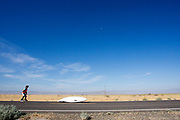 De SuperKetta valt tijdens de kwalificaties op maandagmorgen. In Battle Mountain (Nevada) wordt ieder jaar de World Human Powered Speed Challenge gehouden. Tijdens deze wedstrijd wordt geprobeerd zo hard mogelijk te fietsen op pure menskracht. De deelnemers bestaan zowel uit teams van universiteiten als uit hobbyisten. Met de gestroomlijnde fietsen willen ze laten zien wat mogelijk is met menskracht.<br /> <br /> The qualification at Monday morning. In Battle Mountain (Nevada) each year the World Human Powered Speed ??Challenge is held. During this race they try to ride on pure manpower as hard as possible.The participants consist of both teams from universities and from hobbyists. With the sleek bikes they want to show what is possible with human power.