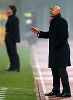 Fotball<br /> Serie A Italia<br /> Foto: Graffiti/Digitalsport<br /> NORWAY ONLY<br /> <br /> Roma 18/1/2006 <br /> <br /> Roma v Reggina 3-1<br /> <br /> AS Roma trainer Luciano Spalletti and, in the background, Reggina trainer Walter Mazzarri