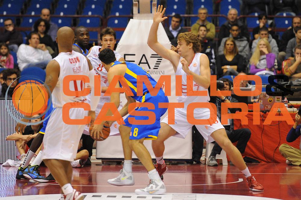 DESCRIZIONE : Milano Eurolega 2011-12 EA7 Amporio Armani Milano Maccabi Electra Tel Aviv<br /> GIOCATORE : Lior Eliyahu Nicolo Melli<br /> CATEGORIA : palleggio difesa<br /> SQUADRA : EA7 Amporio Armani Milano<br /> EVENTO : Eurolega 2011-2012<br /> GARA : EA7 Amporio Armani Milano Maccabi Electra Tel Aviv<br /> DATA : 20/10/2011<br /> SPORT : Pallacanestro <br /> AUTORE : Agenzia Ciamillo-Castoria/GiulioCiamillo<br /> Galleria : Eurolega 2011-2012<br /> Fotonotizia : Milano Eurolega 2011-12 EA7 Amporio Armani Milano Maccabi Electra Tel Aviv<br /> Predefinita :