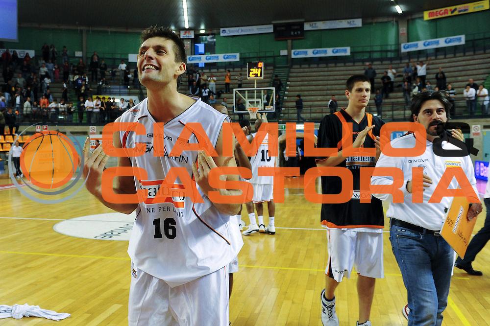 DESCRIZIONE : Udine Lega A2 2010-11 Snaidero Udine Sunrise Scafati<br /> GIOCATORE : Luigi Dordei<br /> SQUADRA :  Snaidero Udine<br /> EVENTO : Campionato Lega A2 2010-2011<br /> GARA : Snaidero Udine Sunrise Scafati<br /> DATA : 10/10/2010<br /> CATEGORIA : Esultanza<br /> SPORT : Pallacanestro <br /> AUTORE : Agenzia Ciamillo-Castoria/S.Ferraro<br /> Galleria : Lega Basket A2 2009-2010 <br /> Fotonotizia : Udine Lega A2 2010-11 Snaidero Udine Sunrise Scafati<br /> Predefinita :