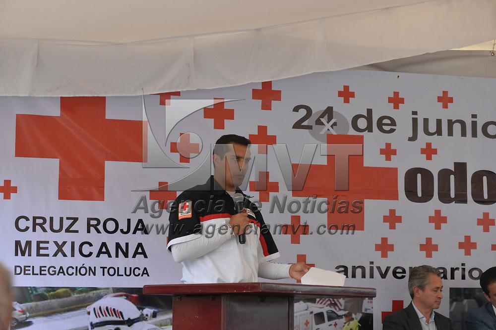 Toluca, México (Junio 22, 2018).- La Delegación Local de Cruz Roja Mexicana Toluca llevo a cabo la celebración del Día del Socorristas, que se festeja a nivel internacional el 24 de Junio, y fueron entregados reconocimientos a voluntarios de las diferentes coordinaciones de Cruz Roja Toluca, además de uniformes al personal de Socorros.  Agencia MVT / Crisanta Espinosa.