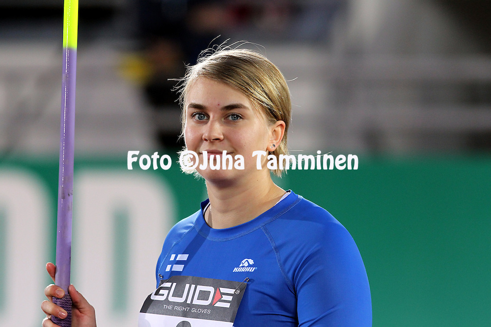 10.9.2011, Olympiastadion, Helsinki..Suomi - Ruotsi yleisurheilumaaottelu. Naisten keihs..Sanni Utriainen - Suomi