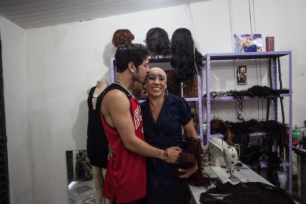 Trinidade con suo figlio Simeao che l'ha aiutata a  superare momenti di depressione e isolamento.