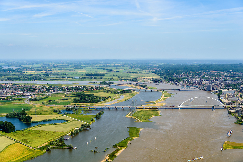 Nederland, Gelderland, Nijmegen, 09-06-2016; de nieuw aangelegde nevengeul van de rivier de Waal, ontstaan door de dijkverlegging bij Lent. Onderdeel van het project Ruimte voor de River (Ruimte voor de Waal). In de voorgrond de nieuwe stadsbrug van Nijmegen over rivier de Waal, De Oversteek. <br /> The finished dike relocation of Lent (project Ruimte voor de Rivier: Room for the River) with the resulting flood trench. In the foreground the new city bridge of Nijmegen on the river Waal, De Oversteek (The Crossing).<br /> luchtfoto (toeslag op standard tarieven);<br /> aerial photo (additional fee required);<br /> copyright foto/photo Siebe Swart