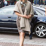 "NLD/Amsterdam/20160330 - Koningin Maxima aanwezig bij het symposium ""Muziekeducatie doen we Samen"", Koningin Maxima, aankomst koningin Maxima"