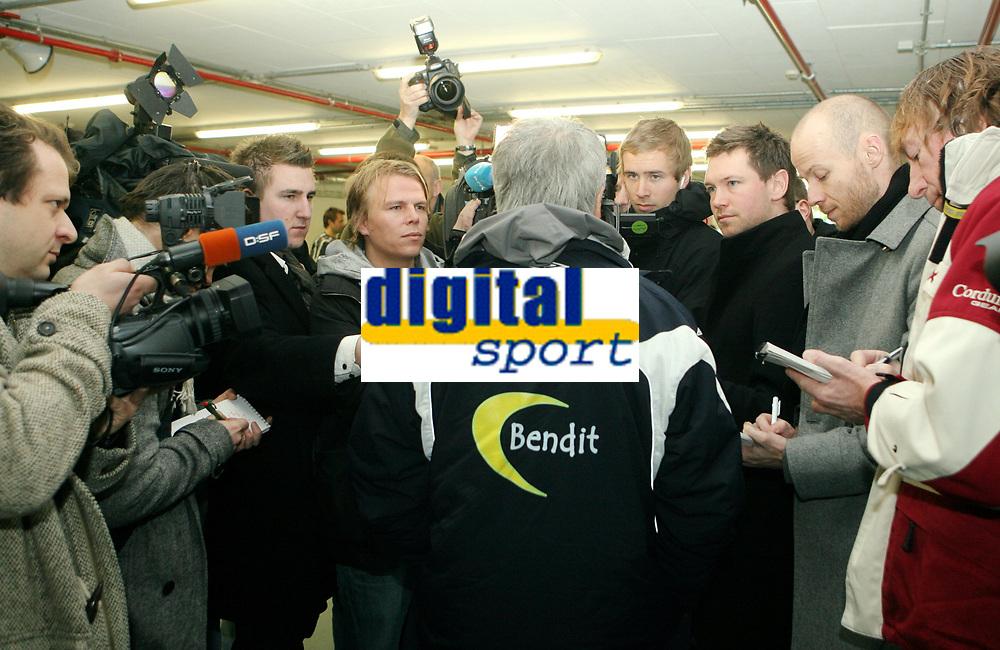 Fotball, 10. februar 2009 ,Trening foran privat-kampen mellom Norge og Tyskland<br /> Egil Olsen , Drillo trener Norge  og pressekorpset