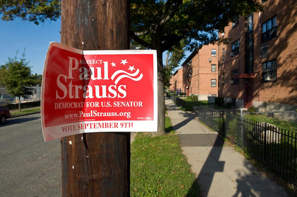 Washington DC Anacostia Avenue im Wahlbezirk 100 altes Wahlschild fuer den Senator Paul Strauss..© Stefan Falke