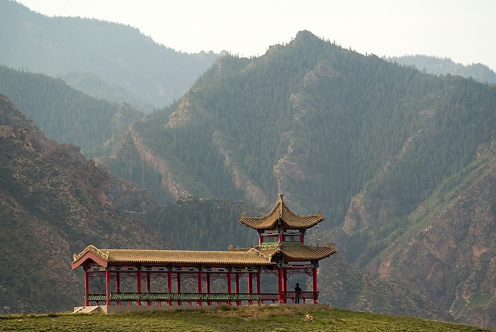 The He Lan Mountain, in the north west of China in the Inner Mongolia Autonomous region. Restoration of religious tolerance in the country had been a long and slow process that started in the 1980�s. Aug-27-2006. China/ Photo: Bernardo De Niz