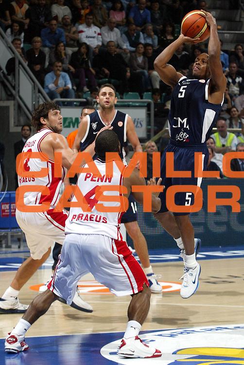 DESCRIZIONE : Bologna Eurolega 2006-07 Climamio Fortitudo Bologna Olympiakos Atene <br /> GIOCATORE : Edney <br /> SQUADRA : Climamio Fortitudo Bologna <br /> EVENTO : Eurolega 2006-2007 <br /> GARA : Climamio Fortitudo Bologna Olympiakos Atene <br /> DATA : 01/11/2006 <br /> CATEGORIA : Tiro <br /> SPORT : Pallacanestro <br /> AUTORE : Agenzia Ciamillo-Castoria/L.Villani <br /> Galleria : Eurolega 2006-2007 <br /> Fotonotizia : Bologna Eurolega 2006-2007 Climamio Fortitudo Bologna Olympiacos Atene <br /> Predefinita :