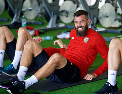 CARDIFF, WALES - Monday, September 3, 2018: Wales' Joe Ledley performs pre-activation during a training session at the Vale Resort ahead of the UEFA Nations League Group Stage League B Group 4 match between Wales and Republic of Ireland. (Pic by David Rawcliffe/Propaganda)