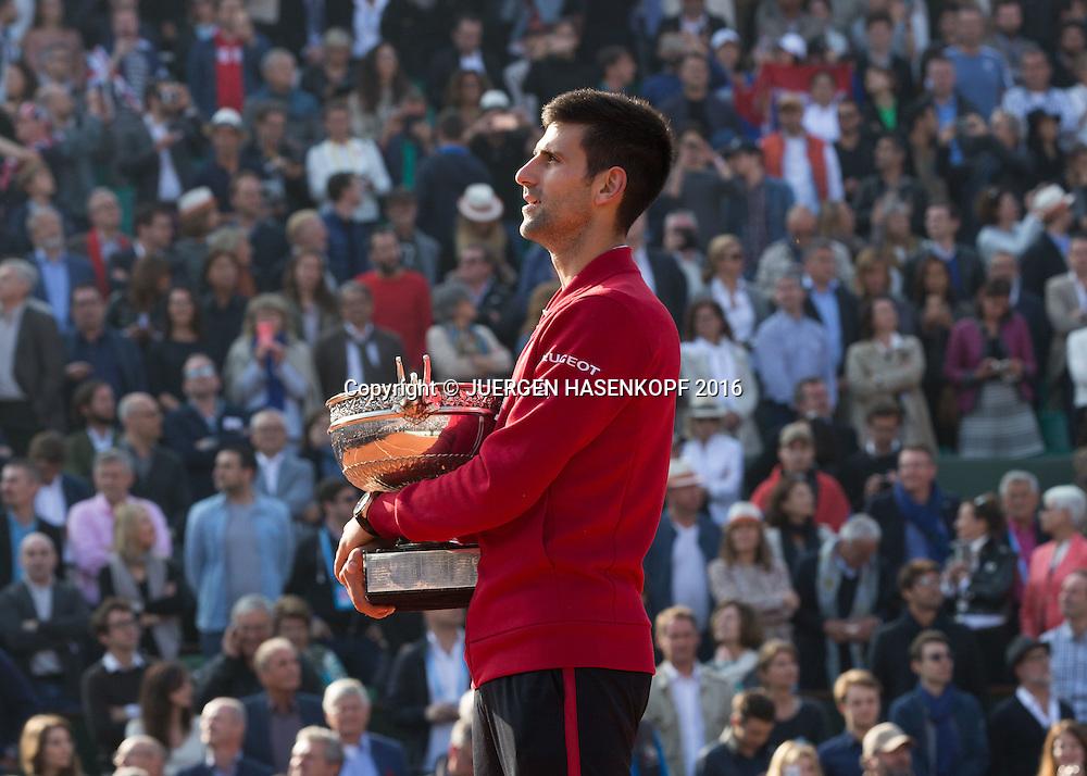 Novak Djokovic (SRB) Siegerehrung,Praesentation,Herren Finale, Endspiel,<br /> <br /> Tennis - French Open 2016 - Grand Slam ITF / ATP / WTA -  Roland Garros - Paris -  - France  - 5 June 2016.