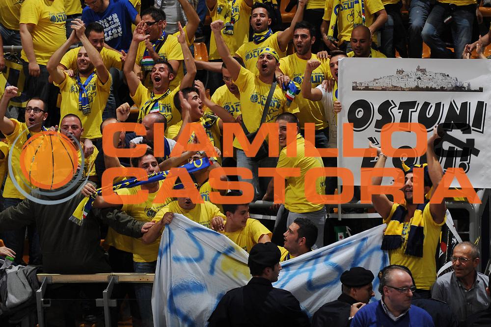 DESCRIZIONE : Bologna Lega Basket A2 2011-12 Conad Biancoblu Basket Bologna Assi Basket Ostuni<br /> GIOCATORE : Tifosi<br /> CATEGORIA : esultanza<br /> SQUADRA : Assi Basket Ostuni<br /> EVENTO : Campionato Lega A2 2011-2012<br /> GARA : Conad Biancoblu Basket Bologna Assi Basket Ostuni<br /> DATA : 06/11/2011<br /> SPORT : Pallacanestro<br /> AUTORE : Agenzia Ciamillo-Castoria/M.Marchi<br /> Galleria : Lega Basket A2 2011-2012 <br /> Fotonotizia : Bologna Lega Basket A2 2011-12 Conad Biancoblu Basket Bologna Assi Basket Ostuni<br /> Predefinita :