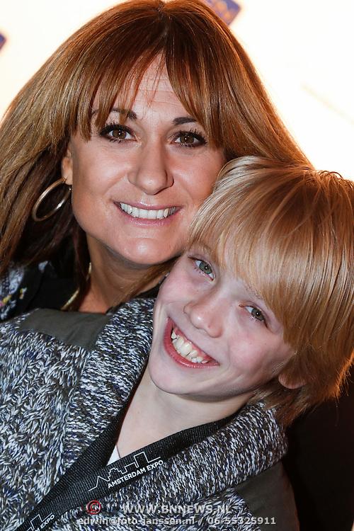 NLD/Amsterdam/20121128 - Opening expositie Toetanchamon, Laura Vlasblom met zoon Sem