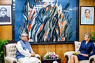 11-7-2019 DHAKA BANGLADESH - Meeting with the Governor of the Bank of Bangladesh, Fazle Kabir.  Queen Máxima of the Netherlands visits the People's Republic of Bangladesh in her capacity as the United Nations Secretary-General's Special Advocate for Inclusive Finance for Development (UNSGSA), Tuesday evening July 9 to Thursday July 11, 2019. Robin Utrecht<br /> DHAKA - Koningin Maxima tijdens een veldbezoek aan Jharna Islam van textielbedrijf Jhanra Fabrics. De koningin bezoekt Bangladesh in haar functie van speciale pleitbezorger van de secretaris-generaal van de Verenigde Naties voor inclusieve financiering voor ontwikkeling (UNSGSA).  robin utrecht <br /> 11 -7-2019 DHAKA BANGLADESH - DHAKA - dag 3 bezoek aan het bank koningin maxima op de luchthaven van Dhaka bangladesh Koningin Máxima bezoekt van dinsdagavond 9 tot en met donderdag 11 juli de Volksrepubliek Bangladesh in haar functie van speciale pleitbezorger van de secretaris-generaal van de Verenigde Naties voor inclusieve financiering voor ontwikkeling (UNSGSA). Bangladesh bereidt een nationale strategie voor om de toegang tot financiële diensten voor de bevolking te verbeteren. Koningin Máxima bezoekt Bangladesh op uitnodiging van de regering. Circa 50% van de volwassenen in het land heeft een bankrekening of maakt gebruik van financiële diensten via bankagentschappen. In 2014 was dit nog 31% (Global Findex 2017). Ondanks de toename zijn er nog bijna 58 miljoen volwassenen die geen gebruik kunnen maken van een bank- of spaarrekening, verzekering, lening of digitale betaalmethoden. Hierdoor worden zij beperkt in hun ontwikkelingsmogelijkheden. In Bangladesh heeft slechts 36% van de vrouwen een bankrekening, mannen 65%. Een kloof van 29% (Global Findex 2017). Koningin Máxima spreekt onder meer over de mogelijkheden voor betere toegang tot financiële diensten voor vrouwen. Dit kan bijvoorbeeld door het digitaliseren van salarisbetalingen en het stimuleren van vrouwelijk ondernemerschap. Ook spreekt zij over h